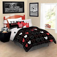 kids bedding sets, girls bedding sets, boys bedding sets, Disney wall decor and other wall decorating ideas. Disney bedding, Superheros bed sets and more. Mickey Mouse Bett, Mickey Mouse Bed Set, Minnie Mouse Bedding, Mickey House, Disney Themed Rooms, Disney Bedrooms, Disney Bedding, Teen Bedding, Bed Sets