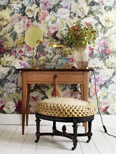 Blommig tapet från Designers Guild i butik och online hos Engelska Tapetmagasinet | Tapeter | Inredning | Blommiga | Floral Wallpaper | Bedroom