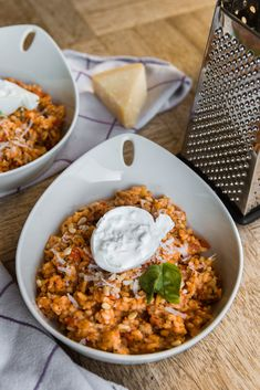 Tomato risotto with burrata (recipe) - Discover how to make this simple (but especially delicious) tomato risotto with burrata. I Love Food, Good Food, Yummy Food, Vegetarian Recipes, Cooking Recipes, Healthy Recipes, Happy Foods, Tapas, Tasty Dishes