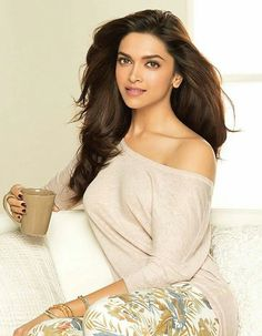 On World Mental Health Day, Bollywood leading actress Deepika Padukone launched her closet which everyone can buy. Bollywood Stars, Bollywood Girls, Bollywood Fashion, Beautiful Bollywood Actress, Most Beautiful Indian Actress, Beautiful Actresses, Indian Celebrities, Bollywood Celebrities, Indian Film Actress
