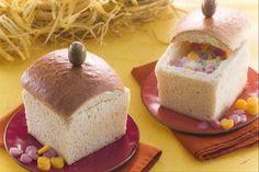 Il pane scrigno ripieno è uno sfizioso pan brioche ripieno di tre creme salate preparate con robiola, tonno e basilico.