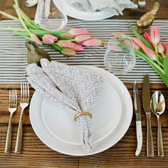 No vase? No Problem! Simply laying freshly cut florals on a table adds a simple, unfussy and fresh look. Pair it with a favorite table runner (or fold a linen down to size) for a polished finish.   Pic by Christina McNeill + styling by Jesse Tombs fro Alison Events