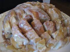 Mormon Mavens in the Kitchen: Cinnamon Roll Pulls (aka cinnamon crack bread) Cinnamon Pull Apart Bread, Cinnamon Bread, Cinnamon Rolls, What's For Breakfast, Breakfast Recipes, Dessert Recipes, Brunch Recipes, Fall Recipes, Holiday Recipes