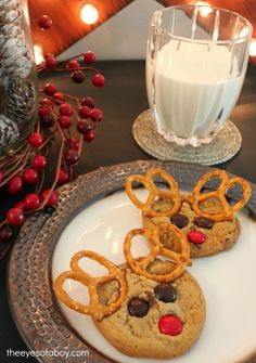 5 Ways to Make Christmas more magical for little kids - bake yummy and super cute Reindeer Christmas Cookies - cute ways to engage with your children during the holidays
