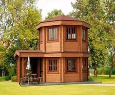 Exploren esta cabaña de madera de 25 metros cuadrados y su diseño único depabellón octogonal