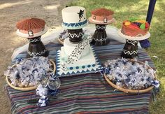African themed wedding cake African Wedding Cakes, African Traditional Wedding Dress, African Fashion Ankara, Themed Wedding Cakes, Table Decorations, Dinner Table Decorations