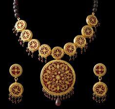 Thewa and Meenakari jewelry Royal Jewelry, Cute Jewelry, Jewelry Art, Gold Jewelry, Jewelry Design, Fashion Jewelry, Jewelery, Antique Jewellery Designs, Gold Earrings Designs