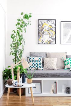 Chic ikea hacks to update your cheap furniture. Ikea hacks to take your bland furniture to chic. These 12 fashionista-approved DIY hacks will help you update your decor and make your Ikea purchases unique. For more DIY project ideas go to Domino. Diy Bench Seat, Diy Window Seat, Best Ikea, Decor, Ikea, Diy Seating, Diy Daybed, Home Decor, Bookshelves Diy