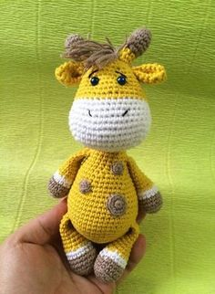 Giraffe crochet pattern Today we prepared something interesting to let you enrich your amigurumi collection. Try this Baby Giraffe Crochet Pattern and share your results with us! Crochet Sheep, Crochet Giraffe Pattern, Crochet Patterns Amigurumi, Cute Crochet, Crochet Animals, Crochet Dolls, Knitting Patterns Free, Amigurumi Tutorial, Crochet Gifts
