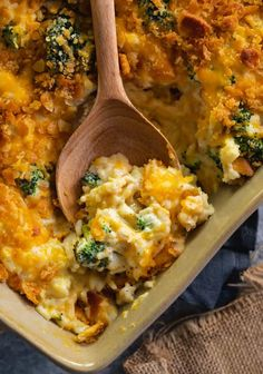 Chicken Broccoli Rice Casserole Chicken Broccoli Rice Casserole This easy, make-ahead chicken and rice casserole is extra creamy and loaded with delicious bites of broccoli and savory cheddar cheese. Get ready to watch your family lick their plates clean! Broccoli Cheddar Chicken, Chicken Broccoli Rice Casserole, Broccoli Bake, Riced Broccoli Recipes, Chicken Rice Bake, Chicken And Rice Dishes, Creamy Chicken And Rice, Frozen Broccoli, Cauliflower Casserole
