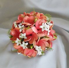 Etsy の Frangipani Plumeria Bouquet Posy Real Touch by Abloomortwo Beach Wedding Flowers, Floral Wedding, Wedding Colors, Wedding Bouquets, Plumeria Bouquet, Flower Centerpieces, Flower Arrangements, Star Wars Wedding, Flower Ornaments