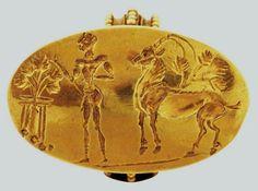 ΠΡΟΕΤΟΙΜΑΣΙΑ ΘΥΣΙΑΣ - Χρυσό σφραγιστικό δαχτυλίδι με σκηνή προετοιμασίας θυσίας ζώου. Μυκήνες, θαλαμωτοί τάφοι, 15ος αι. π.Χ. Αθήνα, Εθνικό Αρχαιολογικό Μουσείο PREPARATION FOR SACRIFICE - Gold signet ring depicting the preparation of the sacrifice of an animal. Mycenae, Chamber Tombs, 15th C. BC. Athens, National Archaeological Museum