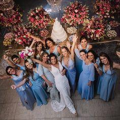 Só vejo carinho e alegria nesse #bridesquad  - Foto de @hugodanielfotografia em #espaçofloricultura . . . #casamentoscombr #casamento #fotografodecasamento #casamentos #fotodecasamento #madrinhas #madrinhasdecasamento #noivas #noiva Tiffany Blue Weddings, Baby Blue Weddings, Dream Wedding, Wedding Day, Creative Wedding Photography, Wedding Bridesmaid Dresses, Marry Me, Getting Married, Poses