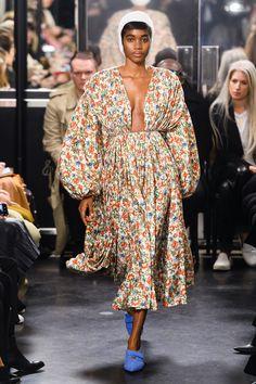 Emilia Wickstead Fall 2019 Ready-to-Wear Fashion Show - Vogue Vogue Paris, Fashion Week, Womens Fashion, Fashion Trends, Vogue Fashion, Runway Fashion, Fashion Inspiration, Winter Fashion, Fabric London