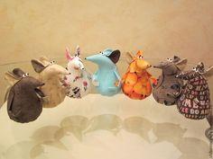 Игрушки животные, ручной работы. Крысиная банда. Автор Шибанова Виктория. Дизайн-студия авторских игрушек `SamiSrukami`. Ярмарка мастеров. Doll Patterns, Sewing Patterns, Pin Cushions, Pillows, New Years Tree, Needle Book, Sewing Box, Cute Dolls, Holiday Ornaments