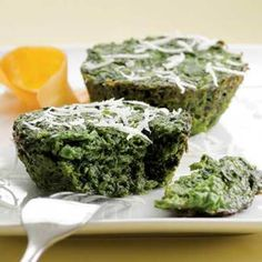 Parmesan Spinach Cakes: Savory cupcakes -- decidedly different and delicious. Spinach Recipes, Vegetable Recipes, Vegetarian Recipes, Cooking Recipes, Healthy Recipes, Yummy Recipes, Vegetarian Lunch, Amazing Recipes, Cheese Recipes