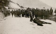 Italian prisoners burying horses. 8 November 1917 (Österreichische Nationalbibliothek)