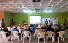 Equipo técnico de La Gerencia Regional Saneamiento Físico Legal de la Propiedad Rural- PRORURAL, capacitando en el proceso de Formalización y Titulación de los predios Rústicos de Frías, durante el año 2015.