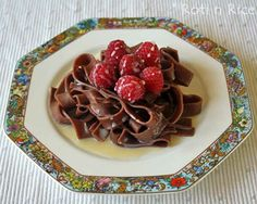 Chocolate Pasta with White Chocolate Liqueur Sauce - a different yet delightfully chocolatey dessert topped with luscious raspberries. White Chocolate Liqueur, Melting White Chocolate, White Chocolate Chips, Chocolate Pasta, Chocolate Recipes, White Sauce Pasta, Homemade Ravioli, Great Recipes, Recipe Ideas