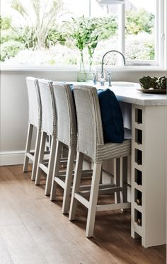 Classic country kitchen island with 4 wicker bar stools for alfresco dining Interior Design Blog, Interior Design, House Interior, Wicker Bar Stools, House, Beach House Design, Suffolk House, Home Decor, Beech House