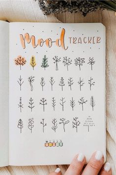 Since fall is already such a moody month, setting up a November mood tracker in your bullet journal is going be the perfect addition to your theme! Bullet Journal School, Bullet Journal Mood Tracker Ideas, Bullet Journal Lettering Ideas, Bullet Journal Banner, Bullet Journal Notebook, Bullet Journal Spread, Bullet Journal Ideas Pages, Bullet Journal November Ideas, How To Start A Bullet Journal