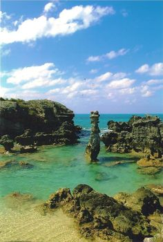 Coastal rock formations in Bermuda --- Photo by Ben Barrett