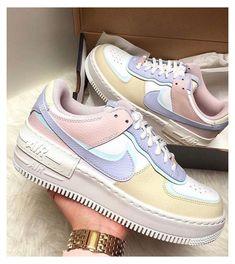 Dr Shoes, Cute Nike Shoes, Nike Air Shoes, Hype Shoes, Sneakers Mode, Cute Sneakers, Sneakers Fashion, Fashion Shoes, Jordan Sneakers