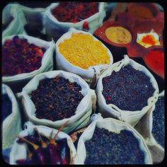 Taj Bengal Kolkata #mondaymotivation #ilovemondays #colouryourlife #spices #kolkata #india @tajbengal #naturalcolours #indiancuisine #pickyourfavorite
