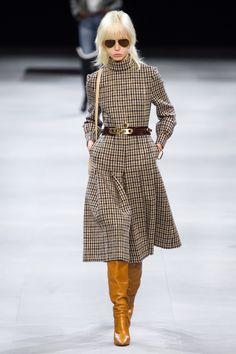 Celine Ready To Wear Herbst Winter 2019 2020 Modenschau Vogue Paris Moda Fashion, Fashion Week, Fashion Show, Fashion Outfits, Womens Fashion, Fashion Trends, Winter Outfits, Fashion Skirts, Cheap Fashion