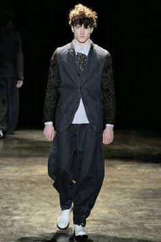 Comme des Garçons - Fall 2011 Menswear - Look 3 of 39