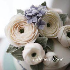 Hanoi ~ buttercream flower   #플라워케이크  #플라워케익 #대구플라워케이크  #버터크림플라워케이크  #꽃 #꽃케이크 #꽃스타그램  #케이크  #메종올리비아  #베이킹 #베이킹그램  #flowercake  #flower  #buttercreamdecorating  #buttercreamflowercake #buttercream  #buttercreamcake #koreaflower #koreanflowercake #koreabuttercreamflower #koreabuttercreamcake #koreaflowercake  #bakingram #cake #maisonolivia