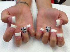 while flared nails silver zebra there shaped kinda weird Flare Acrylic Nails, Flare Nails, Flared Nail Designs, Acrylic Nail Designs, Get Nails, How To Do Nails, Hair And Nails, Jersey Nails, Duck Feet Nails
