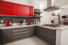 Os armários de cozinha planejados coloridos são lindos e ideais para quem procura por decorações alegres e cores vivas para sua cozinha.