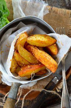 On s'est dit que ce serait pas mal de manger un peu plus de patates et du coup, j'ai réalisé cette recette de potatoes maison au four...