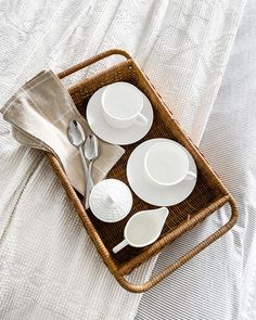 white ceramic cups on brown woven basket photo – Free Plant Image on Unsplash Coffee In Bed, Coffee Cups, Folding Shower Chair, Luxe Boutique, Bed Photos, Luxury Shower, Evening Routine, Plant Images, Physically And Mentally