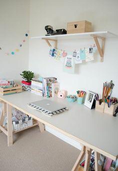 schreibtisch selber bauen diy büro holzplatten offenes wandregal weiß arbeitszimmer