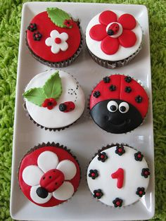Ladybug cupcakes- absolutely adorable!