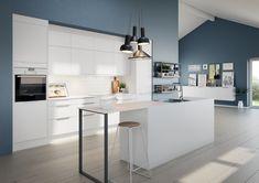 Enkel, stilren og prisgunstige kjøkkenmodell der du får mye kjøkken for pengene. Aspekt har hvitmalte glatte fronter i ren og presis design.
