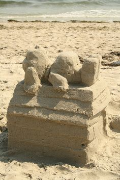 Snoopy sand house (my project for the next time I go to the beach)