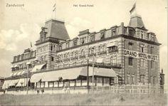 Grand Hotel in Zandvoort around Wonderful piece of early century Dutch architecture. Holland, Seaside Resort, Grand Hotel, Strand, Vintage Photos, Dutch, Louvre, Hotels, History