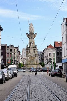 the Schelde Vrij monument, Marnixplaats, Zuid district of Antwerp | Lisa Hjalt