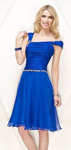 Optez pour cette robe de cocktail encolure asymétrique en Tencel bleu. Vous aimerez certainement le haut drapé agrémenté de navettes cristaux. La couleur unie est parfaite pour une cérémonie de mariage, un cocktail ou une soirée semi-formel. N'hésitez pas à visiter le site pour shopper plus de couleurs !