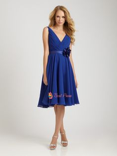 Royal Ruched Chiffon & Floral Satin Applique V Neck Short Bridesmaid Dress - Unique Vintage - Prom dresses, retro dresses, retro swimsuits. Royal Blue Homecoming Dresses, Royal Blue Bridesmaid Dresses, Prom Dress, Tea Length Bridesmaid Dresses, Wedding Dresses, Party Dresses, Dama Dresses, Chiffon Dresses, Bridesmaid Ideas