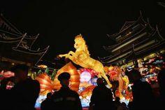 上海で25日撮影(2014年 ロイター/Carlos Barria) ▼29Jan2014ロイター|香港の風水師「午年に紛争の可能性」、懸念は尖閣との声も http://jp.reuters.com/article/oddlyenoughnews/idjptyea0s02i20140129 #chunjie #chinese_new_year #lunar_new_year #china #shanghai