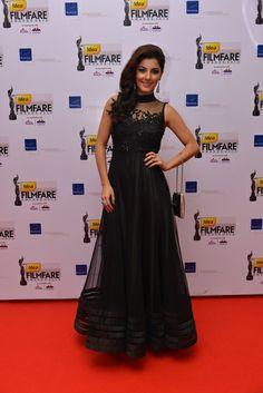 Isha Talwar carrying a sequins bag at the FIlmFare South Awards, 2013