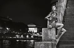 FASHION WORLD: Gisele Bundchen Is Barefoot in Paris for New Chane...
