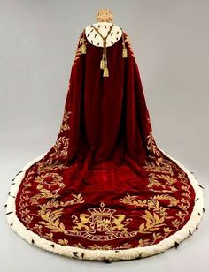 """Costume Ludwig of Bavaria from the movie """"Ludwig"""". Gown sewn from burgundy velvet embroidered around the edge of the gold thread and decorated with white ermine. Brush of gold cord. The suit is made Tirelli atelier in Photo copyright atelier """"Tirelli. Historical Costume, Historical Clothing, Mode Kimono, King Outfit, Royal Clothing, Character Outfits, Costume Design, Renaissance, Cool Outfits"""