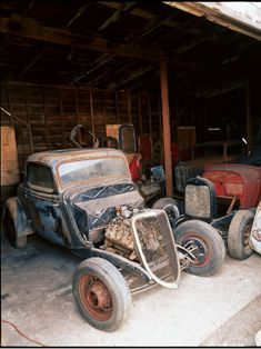 Rusted Hot Rods Barn finds are what we all dream about! Vintage Cars, Antique Cars, Hot Rod Tattoo, Old Hot Rods, Abandoned Cars, Abandoned Vehicles, Classic Hot Rod, Rusty Cars, Old Race Cars
