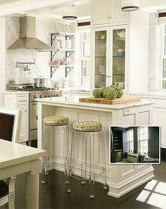 pink wallpaper *small kitchen idea*