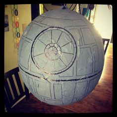 star wars birthday party death star pinata party themes pinterest bastelideen und dekoration. Black Bedroom Furniture Sets. Home Design Ideas